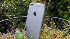 10 tips and tricks for your iPhone 6 camera Make sure you get the most out of your iPhone camera with these ten top tips and tricks. Buying advice from the leading technology site Android Camera, Camera Apps, Iphone Camera, Camera Tricks, Android 4, Iphone 7 Gold, New Iphone, Apple Iphone 6, Iphone 6s Tips