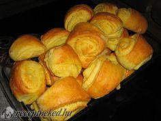 Sajtos hajtovány | Receptneked.hu (olcso-receptek.hu) Pretzel Bites, Bakery, Bread, Cookies, Recipes, Food, Biscuits, Bakery Shops, Rezepte