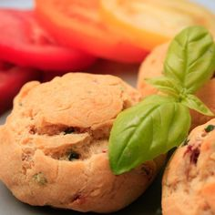 Dries tomatoes, basil and Parmesan cookies... A good way to start your aperitif !