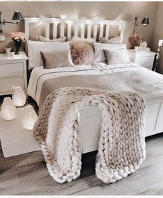 bedroom decor ideas for teens; Small and warm cozy bedroom i… cozy bedroom ideas; bedroom decor ideas for teens; Small and warm cozy bedroom ideas; Dream Bedroom, Lux Bedroom, Master Bedrooms, Bedroom Neutral, Bedroom Lamps, Bedroom Vintage, Warm Bedroom, Pretty Bedroom, Bedroom Decor Lights