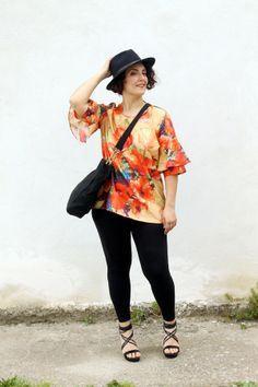 #curvy, #plus size, fashion blog, fashion blogger italiane, how to wear a #floral blouse, floral trend, silk blouse, 46inpoi, camicia #ootd Curvy Girl Fashion, Plus Size Fashion, Curvy Outfits, Curvy Style, Floral Blouse, Girl Style, Kimono Top, Ootd, Silk