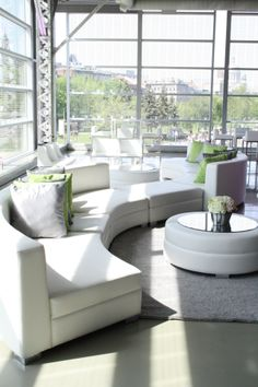 Un look chic et moderne le coin salon de ce mariage. /A chic and modern look for this weeding lounge. - Sofa to Go