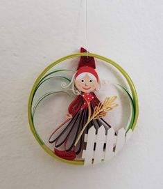 Quilling Gartenzwerge klein Preis 10 € Durchmesser 7,5 cm Quilling, Christmas Ornaments, Holiday Decor, Home Decor, Sculptures, Canvas, Garden Gnomes, Random Stuff, Bedspreads