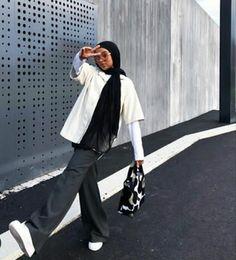 Hijab Fashion Summer, Modest Fashion Hijab, Modern Hijab Fashion, Street Hijab Fashion, Modesty Fashion, Hijab Fashion Inspiration, Muslim Fashion, Mode Streetwear, Streetwear Fashion