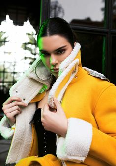 This yellow jacket is EVERYTHING | Kendall Jenner