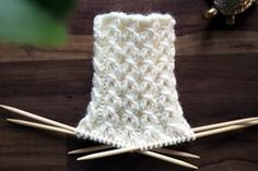 In this story you will find a variety of instructions to knit your usual . Lace Knitting, Knitting Socks, Knitting Stitches, Knitted Hats, Knitting Patterns, Knit Crochet, Woolen Socks, Knit Art, Patterned Socks