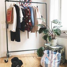 Another fur ball is chillin' #rackbuddyringo #chillin #homeinspiration #tøjstativ #dog #home #blogging #fashion #indretning #garderobe #bolig #interiør #design #rackbuddy #insta #regram #boligliv