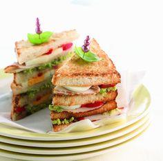 Een overheerlijke clubsandwich, die maak je met dit recept. Smakelijk!