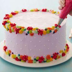 Cake Decorating Frosting, Cake Decorating Designs, Cake Decorating Videos, Birthday Cake Decorating, Cake Decorating Techniques, Cookie Decorating, Simple Cake Decorating, Pretty Birthday Cakes, Pretty Cakes