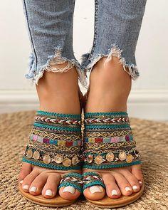 Ethnic Boho Style Toe Ring Sandals Ethnische Boho-Stil Zehenring Sandalen Related posts: Brautrock mit Spitze im Boho-Stil – Delfine Toe Ring Sandals, Toe Rings, Flat Sandals, Shoes Sandals, Bling Sandals, Boho Shoes, Gladiator Sandals, Leather Sandals, Dress Shoes