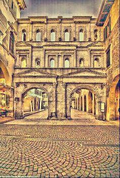 Portoni Borsari. Verona