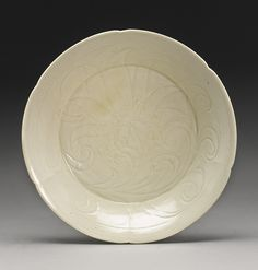 A CARVED 'DINGYAO' DISH NORTHERN SONG DYNASTY Chinese Ceramics, Chinese Art, White Porcelain, White Ceramics, Decorative Plates, Auction, Carving, Pottery, Clay