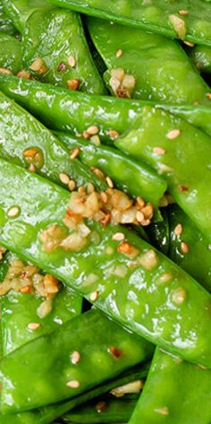 Enjoy this simple 5 minutes healthy spring and summer dish--garlic snow peas stir fry Pea Recipes, Side Dish Recipes, Vegetable Recipes, Vegetarian Recipes, Cooking Recipes, Healthy Recipes, Vegan Vegetarian, Vegetable Sides, Vegetable Side Dishes