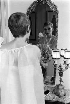 Experience LIFE's visual record of the century by exploring the most iconic photographs from one of the most famous private photo collections in the world. Blonde Haircuts, Pixie Hairstyles, Pixie Haircut, Young Actresses, Hollywood Actresses, Mia Farrow Pixie, Short Hair Cuts, Short Hair Styles, Pixie Cuts