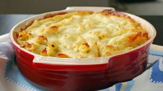 Baked Penne with Cauliflower and Cheese, a healthier alternative for Mac 'n' Cheese. Greek Recipes, Veggie Recipes, Cookbook Recipes, Cooking Recipes, Meals Without Meat, Baked Penne, Greek Dishes, Side Dishes, Tasty Dishes