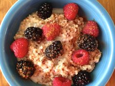 A healthy blend of steel cut oats and quinoa (with a dash of almond milk) play host to plump, organic blackberries and raspberries who enjoy a whisper of cinnamon.