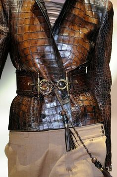 Love this GUCCI leather jacket, the belt makes it~❥ Fashion Mode, Look Fashion, Fashion Details, Autumn Fashion, Womens Fashion, Fashion Trends, High Fashion, Mode Style, Style Me