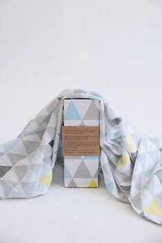 Large 100% Organic GOTS Muslin Swaddle Wrap Blanket, TRIANGLE - in Baby Gift Box in Baby,Nursery Bedding,Blankets & Throws | eBay