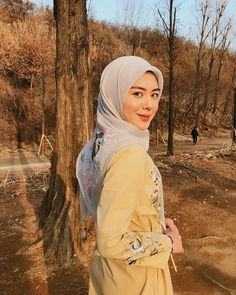 Setahunbaru: Hijab In Love With Ayana Moon Jihye Hijab Fashionista, Muslim Dress, Beautiful Hijab, Abaya Fashion, Modest Outfits, Moon, Celebrities, My Style, Beauty