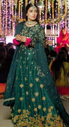 Pakistani Party Wear Dresses, Pakistani Wedding Outfits, Designer Party Wear Dresses, Pakistani Bridal Dresses, Pakistani Dress Design, Fancy Dress Design, Bridal Dress Design, Stylish Dress Designs, Stylish Dresses For Girls
