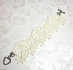 HoT Jewellery - Off-white bridal lace bracelet