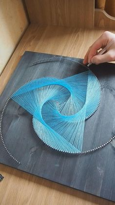String Wall Art, Nail String Art, String Crafts, Diy Crafts Hacks, Diy Home Crafts, Handmade Crafts, Arts And Crafts, String Art Tutorials, String Art Patterns