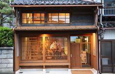 Japanese Modern House, Japanese Bar, Traditional Japanese House, Small Modern Home, Japanese Interior, Restaurant Door, Bar Restaurant Design, Restaurant Exterior, Architecture Restaurant
