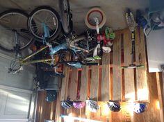 Pallet Bike Rack - my hubby's brilliant idea Pallet Bike Racks, Diy Bike Rack, Upcycle, Projects To Try, Sweet Home, Crafty, Pallets, Yard, Play