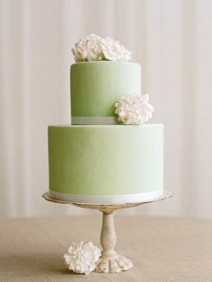 What about this sublime cake? Photo by the amazing Elizabeth Messina Photography.