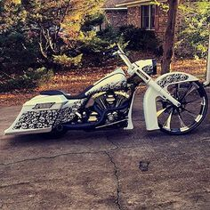Follower Feature' @thafall #custompaint #bigwheelharley #raked #stretchedbags #roadking #bagger #harleydavidson #harley #hd #groundpounder