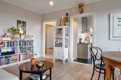Keltainen talo rannalla: Koti Ruotsissa