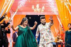 Bekhayali Duo Sachet Tandon And Parampara Thakur Just Got Married Traditional Mehndi Designs, Unique Mehndi Designs, Wedding Tips, Wedding Couples, Dream Wedding, Bridal Portrait Poses, Indian Wedding Couple, Bridal Lehenga, Bridal Mehndi