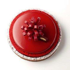 "Frank Haasnoot on Instagram: ""Red romance #cakeshop #cake #mandarinorientalcakeshop #taipei #taiwan #yuzu #pastry #frankhaasnoot"""