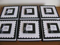 Já fiz um tempinho que fiz essas caixinhas de MDF (13cm X 13cm) revestidas com papel a pedido de uma amiga. Confesso que dá um pouquinho de ...