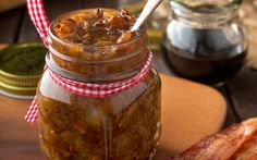 Recette: Confiture de bacon Barre Mars, Diane, Ketchup, Rice Krispies, Pickles, Cucumber, Table, Food, Bacon Jam