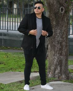 Cold front in Houston? Yes please ❄ . . . . #MensFashion #Menswear #MensBlog #Fashion #Style #Blogging #Blog #OOTD #Streetwear #instafashion #Street #MensStyle #MensClothing #Casual #Outfit #Confidence #Gentleman #MVMT #MensWatch #Vans #Accessories #MensAccessories #Gent #Instagood #Model #Modeling #Lifestyle #lifestyleblogger #Formal #Photography #Art #Expression Photo creds to: @mari_sabe