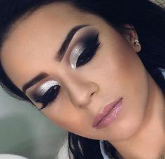 ladies womens fashion lady woman DIY videos tutorial make lipstick makeup lover cosmetics lips eyes looks divas 00's Makeup, Sexy Makeup, Makeup Blog, Makeup Dupes, Girls Makeup, Makeup Goals, Makeup Geek, Party Makeup, Makeup Addict