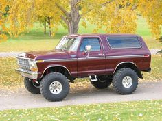 1979 ford bronco with 5 inches of lift, black cherry color and perfect....go away...its mine Bronco Truck, Ford Bronco Lifted, 1979 Ford Bronco, Ford 4x4, Old Ford Trucks, Car Ford, Jeep Truck, Lifted Trucks, Pickup Trucks