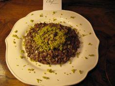Risotto rosso integrale allo speck e taleggio con granella di pistacchi