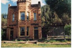 Old bank near Hot Springs, in a ghost town called Cascade Springs. Abandoned Mansions, Abandoned Places, South Dakota Travel, Old West Town, Vacation Places, Vacations, Route 66 Road Trip, Black Hills Gold, Beautiful Buildings