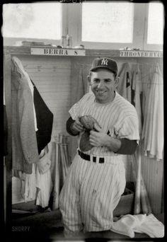 Damn Yankees, New York Yankees Baseball, Ny Yankees, Equipo Milwaukee Brewers, Best Baseball Player, Funny Baseball, Baseball Hat, Baseball Pictures, Yankees Pictures