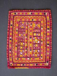 Englisch Banjara 1 Detail - 21x27 cm  Region Karnataka Type gala  Material cotton, little mirrors