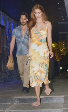Disha Patani and Tiger Shroff were snapped at a dinner outing in Bandra, Mumbai. Famous Indian Actors, Indian Celebrities, Bollywood Celebrities, Indian Actresses, Bollywood Actress Hot Photos, Bollywood Couples, Bollywood Stars, Beautiful Girl Indian, Most Beautiful Indian Actress