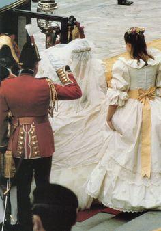 Princess Diana Wedding Dress, Royal Wedding Gowns, Royal Weddings, Princess Diana And Charles, Princess Of Wales, Beautiful Things, Beautiful People, Beautiful Women, Queen Photos