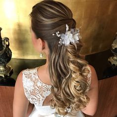 """image by Sonia Lopes ( with caption : """"Amoo ❤️ ✨ . New Bridal Hairstyle, Wedding Hairstyles, Cool Hairstyles, Bridal Bouquet Fall, Indian Bridal Makeup, Bridal Shower Rustic, Bridal Hair Accessories, Hair Today, Hair Designs"""