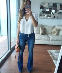 I love that flare jeans are making a come-back this season! Passion For Fashion, Love Fashion, Autumn Fashion, Stylish Outfits, Fashion Outfits, Look Office, Looks Jeans, Casual Chic, Spring Outfits