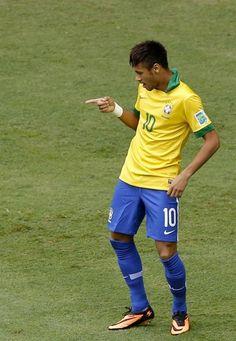 EPA02 BRASILIA (BRASIL), 15/06/2013.- El delantero de la selección brasileña Neymar celebra tras marcar ante Japón, durante el partido inaugural de la Copa Confederaciones 2013 que están disputando ho