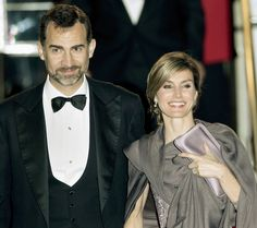Prince Felipe of Asturias and Queen Letizia of Spain Photos Photos - Prince Felipe of Asturias (L) and Princess Letizia of Asturias attend a gala pre-wedding dinner held at the Mandarin Oriental Hyde Park on April 28, 2011 in London, England. - Royal Wedding - Pre-Wedding Dinner