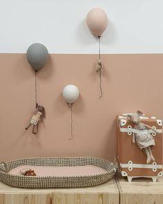 Baby Bedroom, Baby Room Decor, Girls Bedroom, Nursery Decor, Girl Nursery, Girl Room, Ballon Lampe, Nursery Inspiration, Nursery Neutral