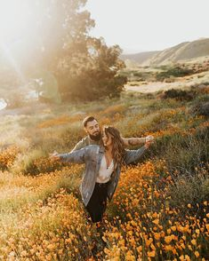 stunning and romantic engagement photo ideas and couple poses to get inspired for your photoshoot! // Source by SweetEngagement photoshoot Couple Photoshoot Poses, Couple Photography Poses, Couple Shoot, Engagement Photography, Couple Pics, Friend Photography, Engagement Session, Photography Tools, Maternity Photography
